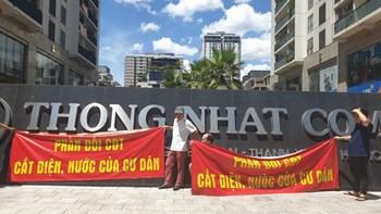 Cư dân Thống Nhất Complex đội nắng phản đối chủ đầu tư cắt điện, nước - 2