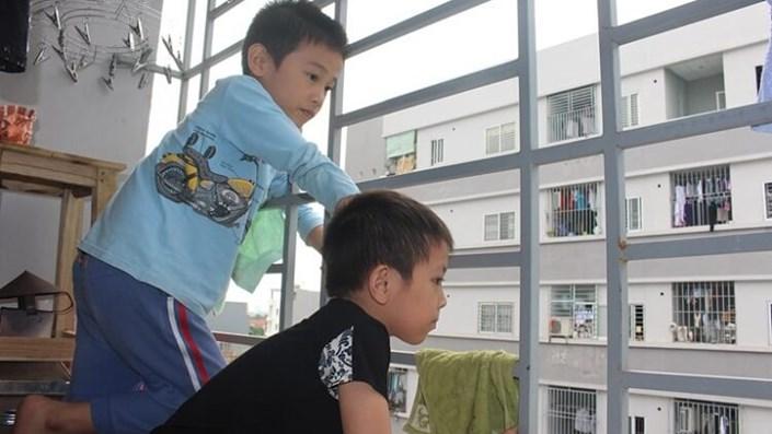 Nhà mặt đất hay chung cư là an toàn cho trẻ em? - 1