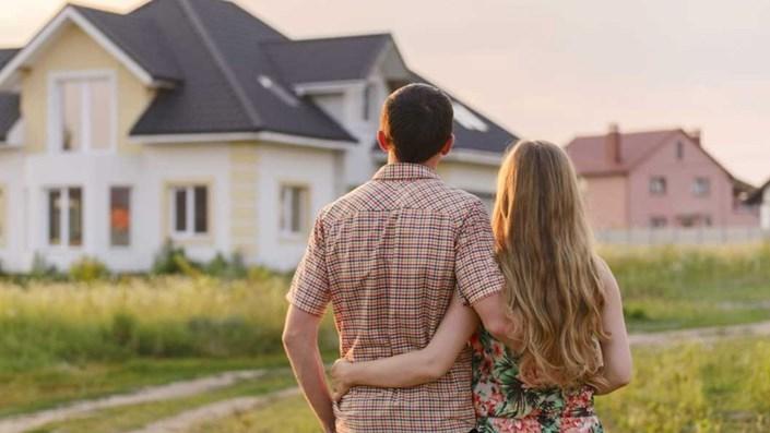 Vợ chồng hàng xóm thừa kế sáu lô đất - 1