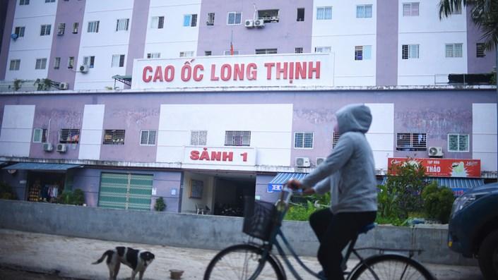 Chủ đầu tư cao ốc Long Thịnh chặn số điện thoại khách hàng khi bị kiến nghị cấp sổ đỏ, khẳng định không có trách nhiệm - 1