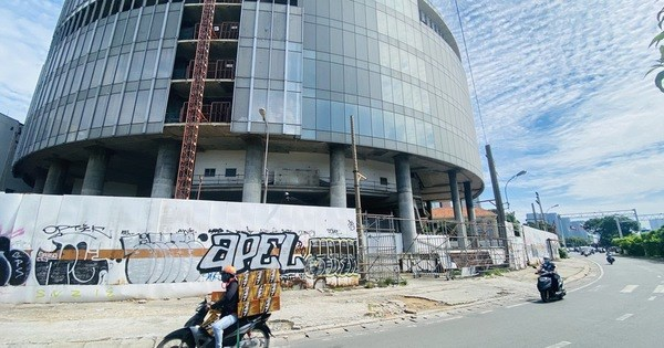 Cận cảnh cao ốc 'đắp chiếu', làm xấu bộ mặt trung tâm Sài Gòn - 1