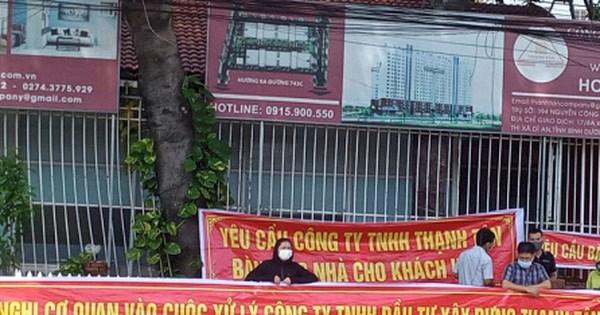 Bình Dương: Hàng chục cư dân Thạnh Tân căng băng rôn đòi bàn giao căn hộ - 1