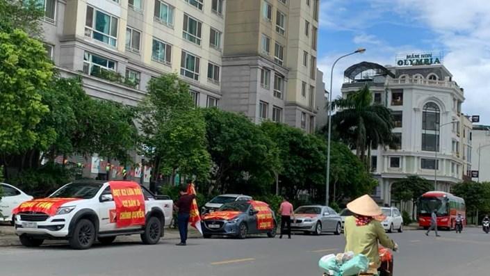 Cư dân Hyundai Hillstate căng băng rôn diễu hành phản đối hàng loạt sai phạm của Ban quản trị K2 - 1