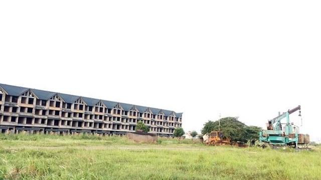 Dự án bỏ hoang ở Hà Nội: 'Có anh hết tiền, có anh thừa tiền nhưng vẫn ôm đất để đó!' - 1
