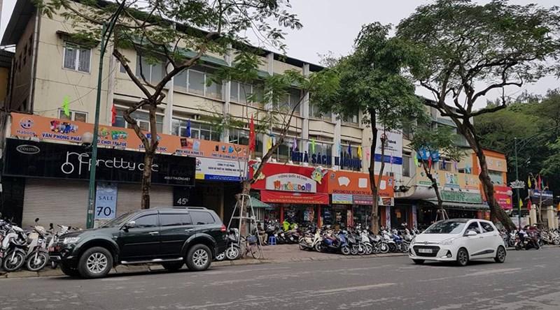 Các vị trí dự án trụ sở Ngân hàng SHB không xa là khu đấtkhu đất 45B Lý Thường Kiệt rộng hơn 1.000 m2 sẽ xây trụ sở văn phòng Công ty CP sách và thiết bị trường học được Hà Nội đề xuất điều chỉnh quy mô chiều cao tối đa 12 tầng.