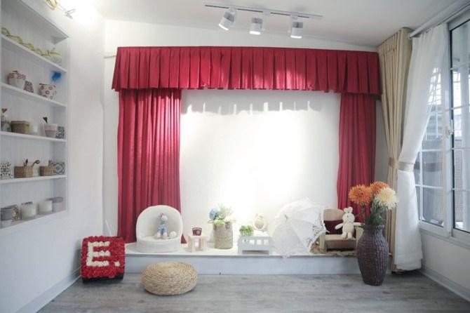 Mỗi căn phòng là một không gian riêng, được chú ý bài trí từ những đồ vật nhỏ nhất.