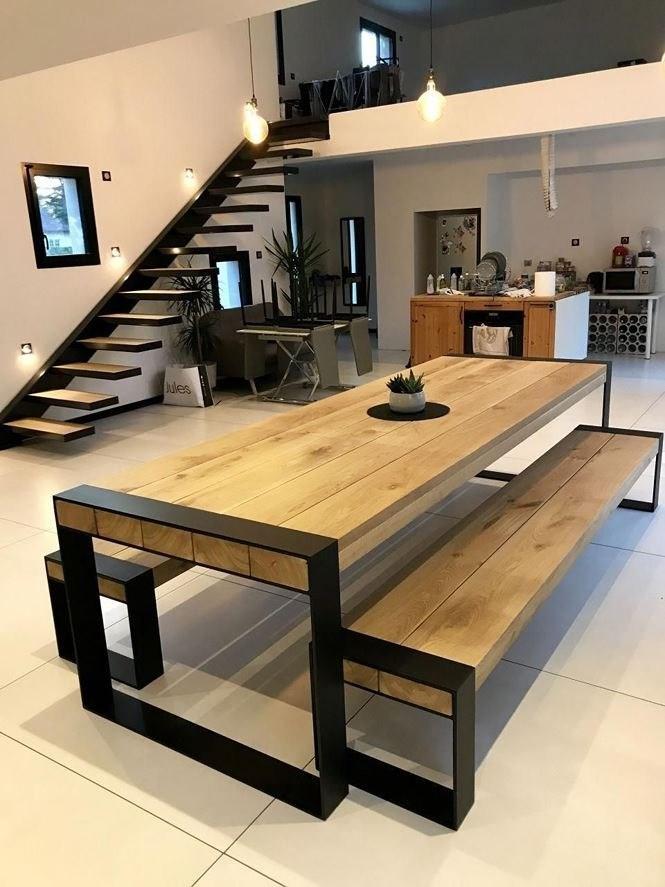Trong nhà gác lửng, phòng khách và nhà bếp thường được bài trí ở tầng 1. Tầng gác thường được sử dụng làm phòng ngủ và phòng làm việc.