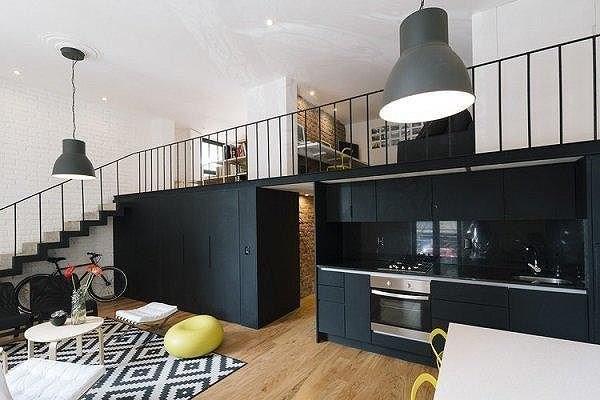 Như một phiên bản nâng cấp của nhà cấp 4, nhà gác lửng với 2 phòng ngủ, 1 phòng khách, 1 nhà bếp và nhà ăn vẫn luôn là sự lựa chọn ưu tiên cho những công trình chi phí rẻ.