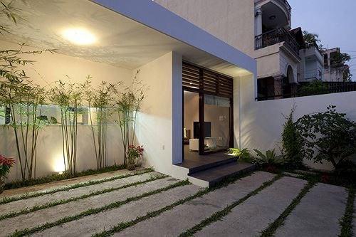 Lối vào nhà, được thiết kết theo phong cách hiện đại khác biệt.