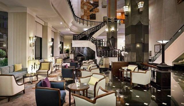 Melia Hanoi có 306 phòng gồm 5 loại chính: Deluxe King (140 phòng), Deluxe Twin (98 phòng), Executive Suite (66 phòng), Grand Suite (một phòng) và Presidential Suite (một phòng). Trong đó, Presidential Suite, rộng 165 m2 và nằm trên tầng 22, là phòng sang trọng nhất, chỉ dành cho những nhân vật đặc biệt và không bán công khai.