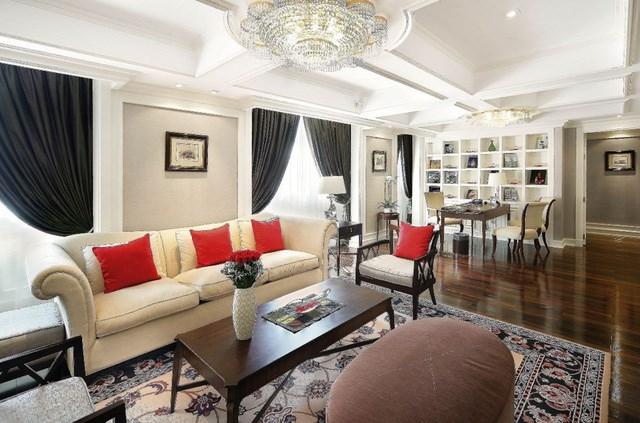 Thuộc khu Opera của khách sạn, Grand Prestige Suite rộng 176 m2 và được bài trí theo phong cách đương đại.