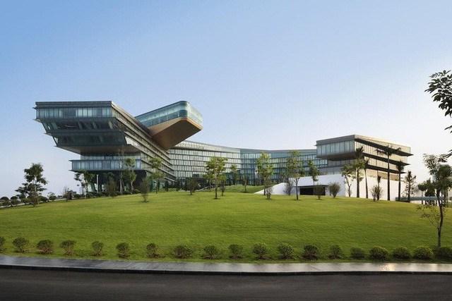 Khách sạn 5 sao này được thiết kế với ý tưởng về sự quyền uy, cao quý của biểu tượng