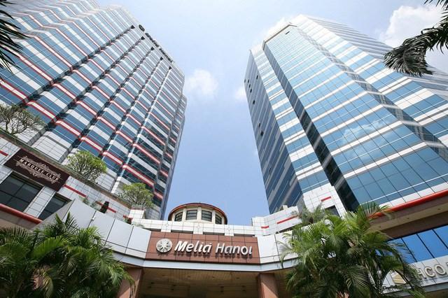 Khách sạn Melia Hanoi (trên đường Lý Thường Kiệt, quận Hoàn Kiếm, Hà Nội) có vị trí đắc địa nằm ngay giữa trung tâm thành phố.