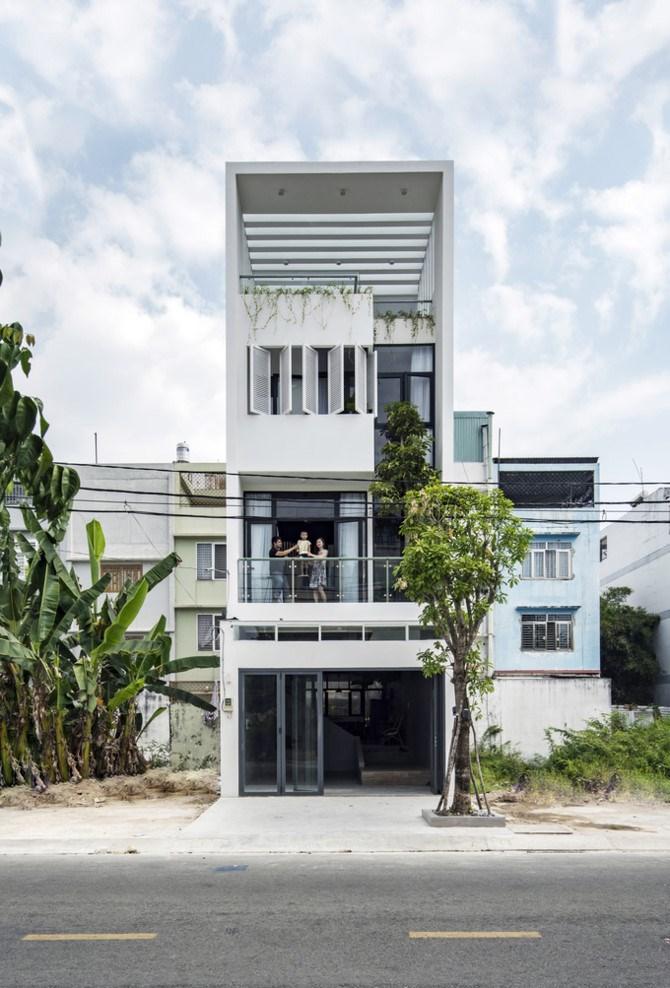 Khi thiết kế ngôi nhà, kiến trúc sư Nguyễn Kava (Story Architecture) muốn tạo ra một không gian giúp người sống trong đó cảm thấy thoải mái, thư giãn nhất và dễ dàng tương tác với nhau nhất. Anh đặt tên ngôi nhà là Connect House (Nhà kết nối).