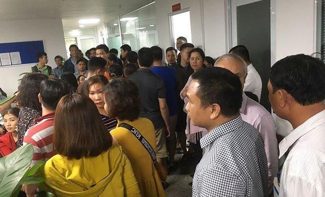 Hàng trăm người vây công ty bất động sản ở Đà Nẵng đòi sổ đỏ suốt đêm - Ảnh 1