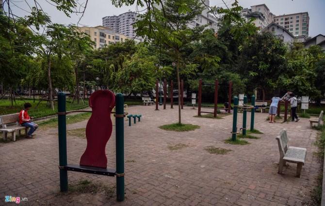 Chủ tịch UBND TP. Hà Nội Nguyễn Đức Chung từng cho biết trong các năm 2016 - 2020, Hà Nội phát triển 1 triệu cây xanh, xây dựng 20-25 công viên, trong đó có 3 công viên đạt tiêu chuẩn quốc tế. Người dân mong muốn chính quyền đẩy nhanh tiến độ, cũng như không xén đi những công viên đang có.