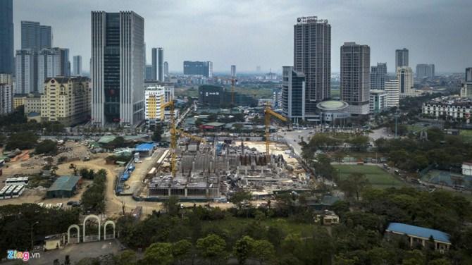 Tuy nhiên, nhiều người dân phường Dịch Vọng đã lên tiếng phản đối dự án. Hàng trăm người dân đã ký vào đơn kiến nghị gửi Thủ tướng chỉ ra điểm bất hợp lý của chủ dự án.