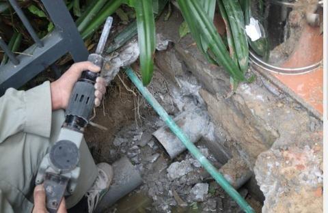 Đường ống nước tại dự án Lotus Residences (TP. Hạ Long, Quảng Ninh) bị cư dân phản ánh quá bé, đấu nối 3 - 4 căn với nhau, thường xuyên xảy ra hiện tượng tắc.