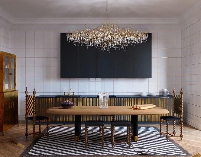 Ghế ăn và bàn với thiết kế chân dát vàng được đặt trong phòng ăn sang trọng, nơi có đèn chùm pha lê vàng nổi bật trên những bức tường màu trắng đen.