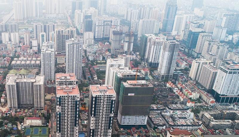 Một khu vực khác cũng có mật độ nhà cao tầng dày đặc là dọc đường Nguyễn Trãi, đoạn từ Ngã Tư Sở đến ngã tư giao với đường Vành đai 3. Nhìn từ trên cao, cao ốc tại khu vực này như