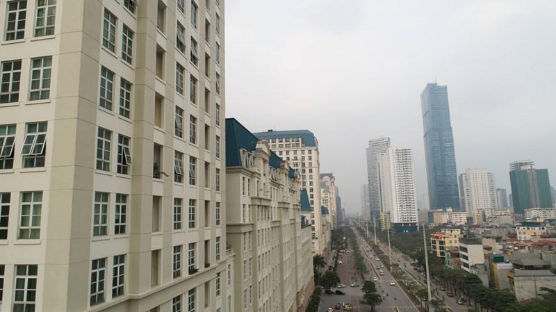 Tại khu vực Mễ Trì, hàng loạt cao ốc mọc san sát.Theo báo cáo của các đơn vị nghiên cứu, Nam Từ Liêm, cụ thể là khu vực Mỹ Đình vẫn là điểm nóng của thị trường BĐS Hà Nội.