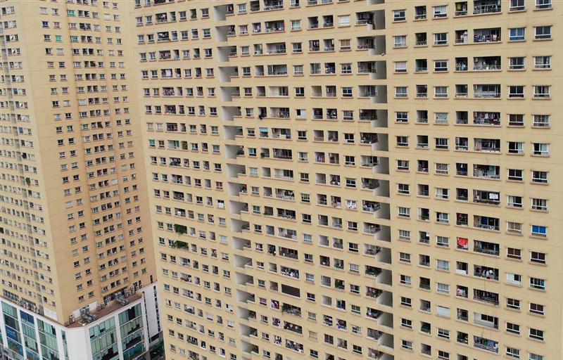 Hàng loạt dự án chung cư cao tầng đang bức tử tuyến đường Tố Hữu - Lê Văn Lương.