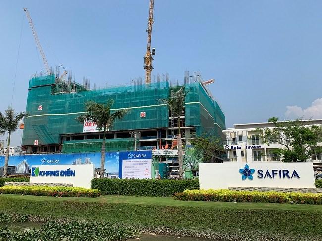 Dự án Saphire Khang Điền đã được mở bán từ ngày 11/11/2018 với mức giá chỉ 1.2 tỷ/căn hộ 2 phòng ngủ. Tuy nhiên, hiện 704/1.570 căn hộ chung cư (khối A: 296 căn và khối B: 408 căn) của dự án đã thế chấp, ngân hàng cam kết bảo lãnh là Ngân hàng Thương mại Cổ phần Công thương – chi nhánh TP.HCM.