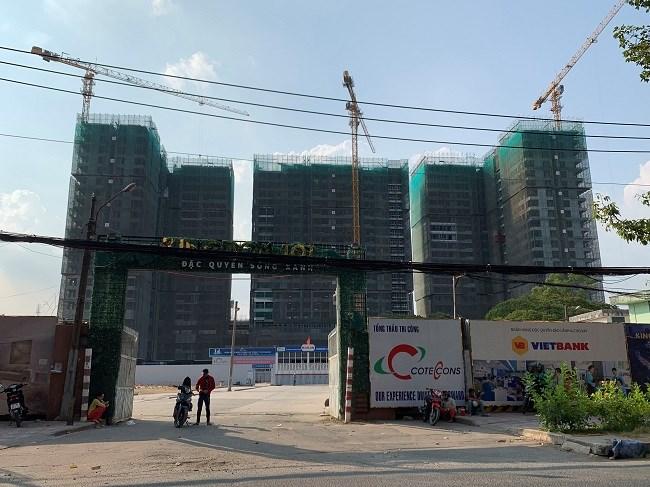 Dự án Kingdom101 tọa lạc tại địa chỉ số 334 Tô Hiến Thành, (quận 10, TP.HCM) do Công ty Cổ phần Phát triển Đô thị Đông Dương (Công ty Đông Dương) – thành viên Tập đoàn Hoa Lâm Group làm chủ đầu tư. Dự án nằm tại trung tâm Quận 10, có quy mô 30 tầng với tổng diện tích sàn xây dựng 106.209m2 được triển khai trên khu đất rộng 33.000m2. Giai đoạn 1 của dự án dự kiến sẽ tung ra thị trường 986 căn hộ với diện tích từ 50-100m2.