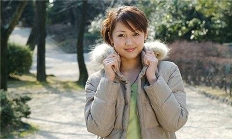 Sau khi Country Garden Holdings tiến hành IPO tại Hong Kong vào năm 2007, cô giữ vai trò phó chủ tịch hội đồng quản trị công ty kiêm giám đốc điều hành.
