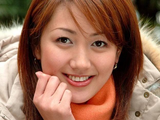 """Ở vị trí này, cô đã chứng minh mình không phải là một người thừa kế xinh đẹp mà vô dụng. Chính Yang Huiyan là người đã chèo lái tập đoàn """"lãi mẹ sinh lãi con"""" và phát triển thành một trong những thế lực bất động sản lớn nhất Trung Quốc hiện tại."""
