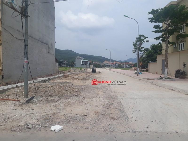 Cơ sở hạ tầng dự án vẫn chưa hoàn thiện nhưng đơn vị Vương Long đã giao bán và chuyển nhượng đất nền với giá không hề nhỏ