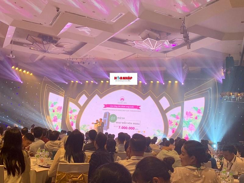 Cengroup tổ chức sự kiện rầm rộ tại khách sạn Melia để tri ân những khách hàng đã mua nhà trên giấy của dự án