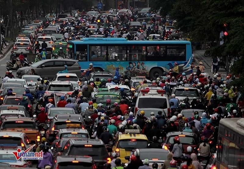 Tắc nghẽn, kẹt cứng ở Hà Nội diễn ra hàng ngày