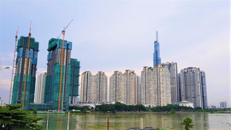 Các dự án Sunwah Pearl, Saigon Pearl, Vinhomes Central Park trải dài bên bờ sông Sài Gòn.Trong đó, Sunwah Pearl đang được xây dựng lên 2 block, các dự án còn lại đã đi vào sử dụng.