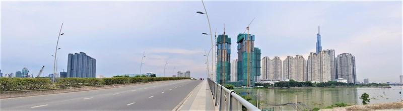 Các dự án cao ốc trên đường Nguyễn Hữu Cảnh nhìn từ cầu Thủ Thiêm.