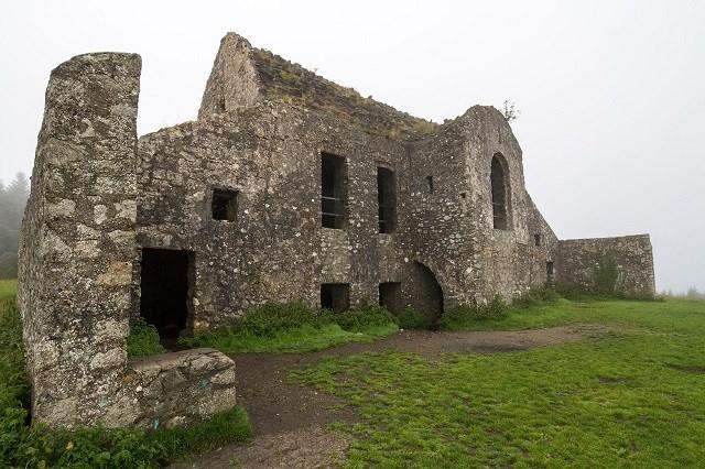 Hell-Fire Club trở thành điểm dừng chân khi đi bộ xuyên đồi Dublin.