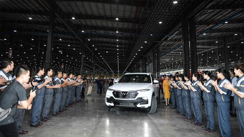 Những chiếc xe VinFast Lux SA2.0 và A2.0 đầu tiên tới tay khách hàng