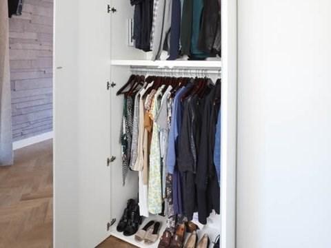 Tủ quần áo nhỏ bên ngoài ngăn lưu trữ của sofa. (Ảnh: Business Insider)
