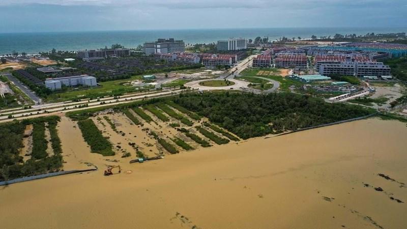 Phát triển ồ ạt, chộp giật, thiếu quy hoạch là một trong những nguyên nhân gây ngập lụt ở Phú Quốc. Ảnh: Thuận Thắng.