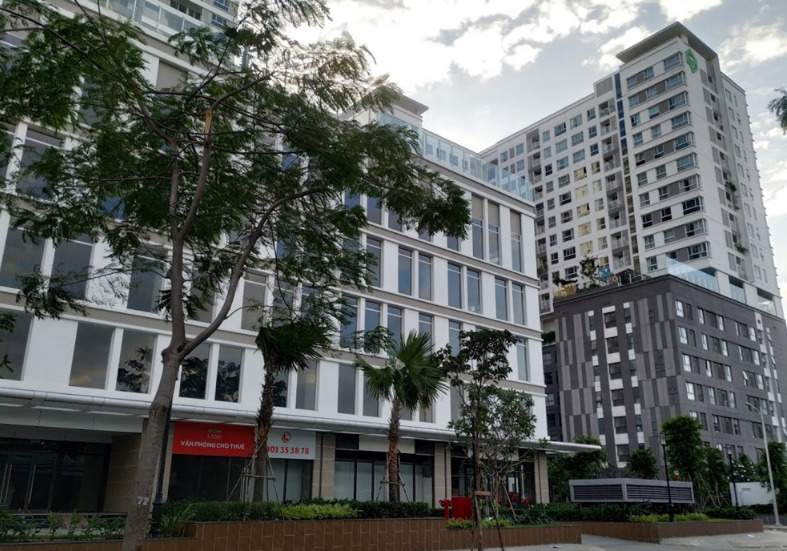 Hai dự án Orchard Park View (bên trái) và Orchard Garden nằm cạnh nhau trên đường Hồng Hà, quận Phú Nhuận. Ảnh: Zing.vn