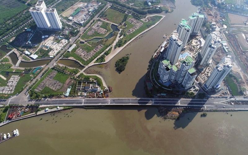 Cầu Thời Đại giữa Đảo Kim Cương và mảnh đất Water Bay