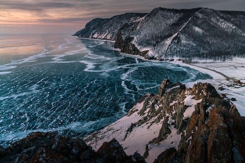 Hồ nước sâu nhất - Hồ Bailka ở Nga, sâu 1637m
