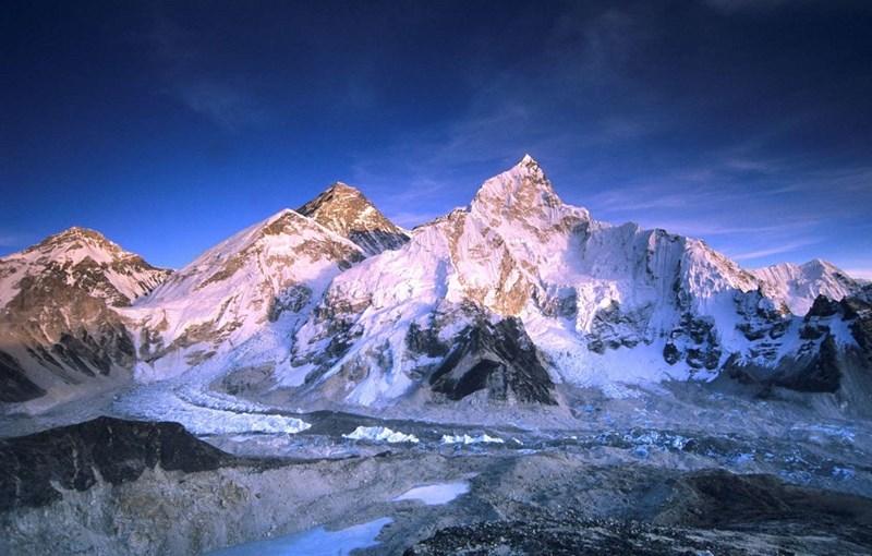 Đỉnh núi cao nhất - Ngọn Everest ở biên giới Nepal - Trung Quốc  cao 8848m