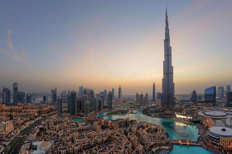 Tòa nhà cao nhất Thế giới - Tháp Buji Khalifa tại Dubai, các Tiểu vương quốc Ả rập thống nhất (828m)