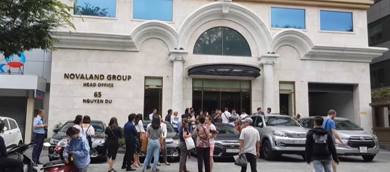 Hàng chục khách hàng có mặt trước trụ sở Tập đoàn Novaland