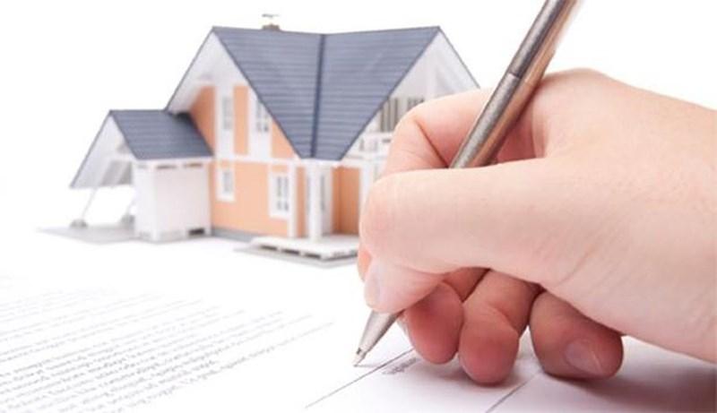 Tiền ít, nên mua căn hộ hay nhà đất giấy tờ tay tại TP.HCM? - Ảnh 1