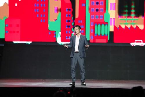 Ông Phạm Thanh Hưng - Phó Chủ tịch Tập đoàn CenGroup chia sẻ sản phẩm Cenhomes trong buổi ra mắt. Ảnh-Vnex