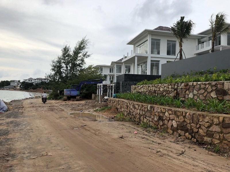 Premier Village Phú Quốc Resort đang tranh cãi về con đường  ngăn cách giữa biệt thự với biển