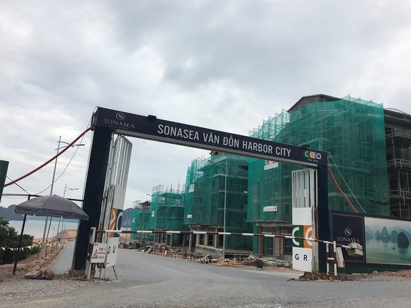 Nằm ngay cạnh đường 334 dự án Shophouse SonaSea Harbor City có vị trí vô cùng thuận lợi cho việc kinh doanh thương mại và thực sự là sản phẩm bất động sản vàng đầy tiềm năng cho các nhà đầu tư. (Ảnh chụp 2/9/2019)