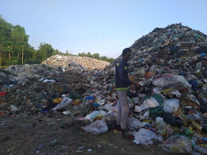 Bãi rác trung tâm Ông Lang, ngay gần Movenpick Phú Quốc.